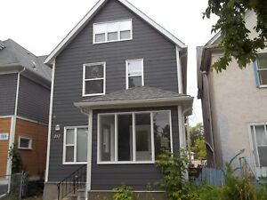 Gorgeous 2 BR in a triplex  on Maryland available immediately