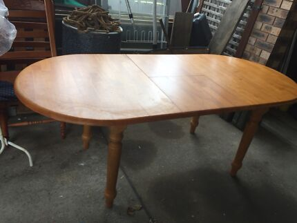 Large Timber Oval Extension Dining Table  * pickup Vincentia