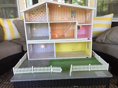 Lundby Gothenburg 3 Level Doll House, fenced yard furnished electrical USED