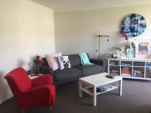 Freedom Couch! 1 year old, hardly used. Cremorne North Sydney Area Preview