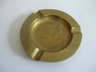 EDEL schöner Messing Bronze Aschenbecher Ascher mit Ziselierungen Elefant Mitte