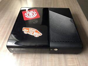 Xbox 360 avec manettes et jeux