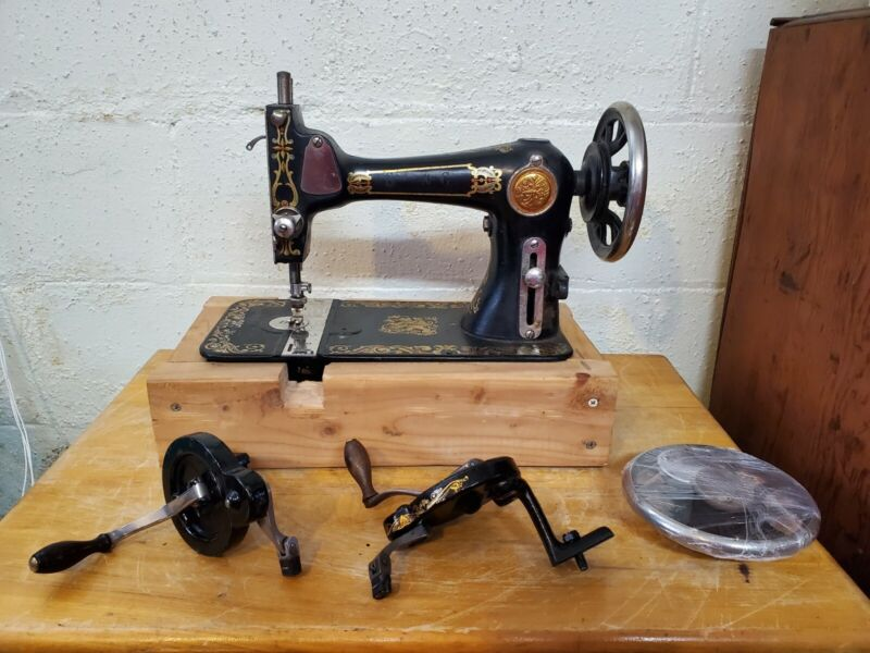 ANTIQUE NATIONAL EXPERT BT HAND CRANK SEWING MACHINE w/CASE MANUAL & EXTRAS
