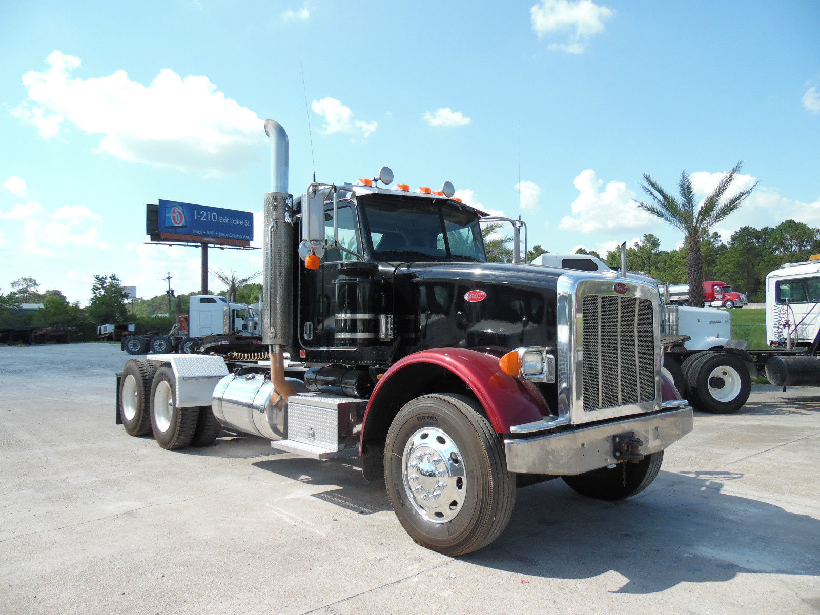 The peterbilt 367 is ideal for heavy duty vocational jobs the truck has a sloped hood to increase the driver s visibility when working around crowded