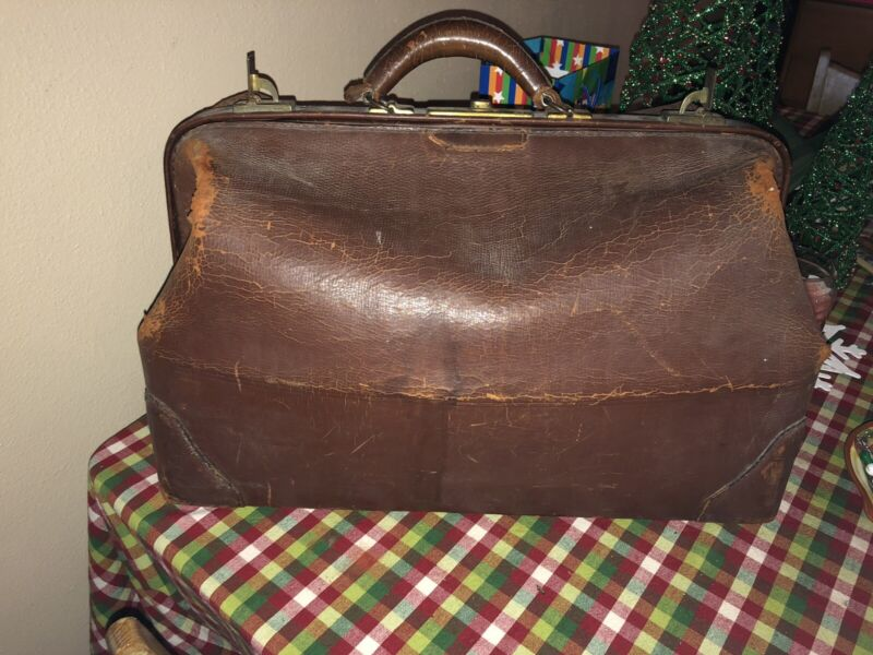 Vintage Distressed Large Brown Leather Doctor Physician House Call Bag Cowhide