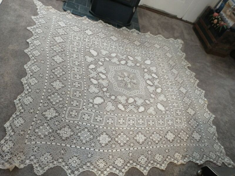 Vintage Filet lace Tablecloth 80 x 80 Very Pretty