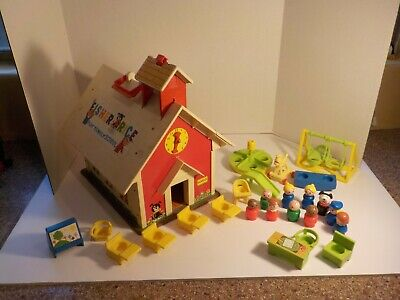 N Vintage 1971 Fisher Price Play Family SCHOOL house with figures playground +