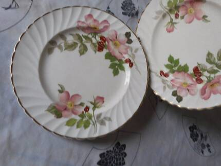 "Clarice Cliff ""polly ann"" side plates x 7"