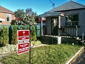 Entire 3 bedroom home in Cedarvale area Toronto