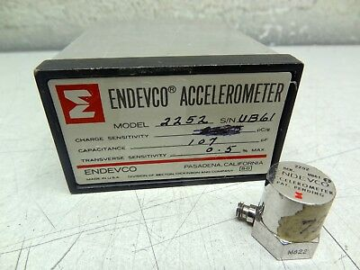 Endevco 2252 High Sensitivity Piezoelectric Accelerometer W Original Case