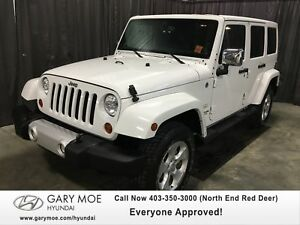 2013 Jeep Wrangler Unlimited Sahara w/ LEATHER AND NAVIGATION!!