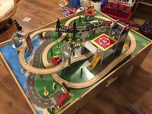 Table de train imaginarium FAITE VOTRE OFFRE