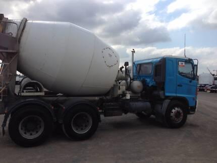 HINO concrete agitator 6 meter bowl great condition run well