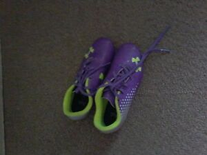 Girl's sz.12 Under Armour cleat's $ 10.00