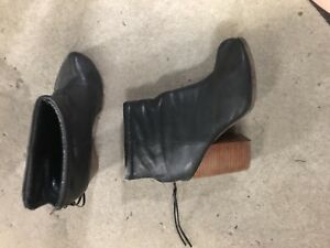 Jeffrey Campbell size 9 boots