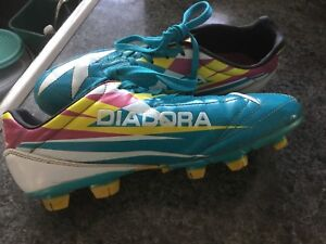 Ladies Size 8.5 Diadora Soccer Cleats