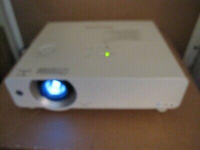 Panasonic PT VW440U - WXGA 720p 3LCD Projector with Speaker - 4800 lumen