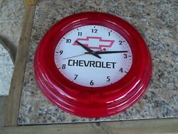 VINTAGE CHEVROLET 14 LIGHTED WALL CLOCK   GARAGE   MAN CAVE   NICE CONDITION
