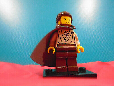 LEGO Star Wars minifigure Qui Gon Jinn yellow flesh.