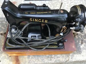 Antique Singer Sewing Machine with Case - works
