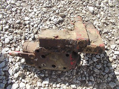 Farmall 560 Tractor Hydraulic Valve Outlet Port Block