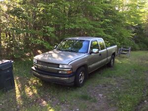 2002 Chev 2002 Chevy Silverado. 5.3L with 250KM