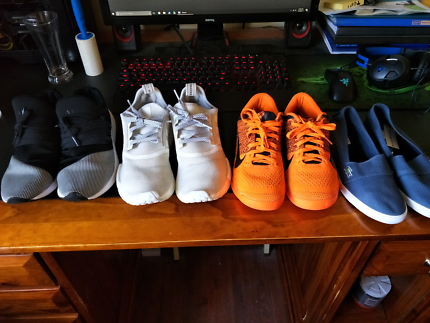 4 Pairs of shoes! (check pics for sizing)