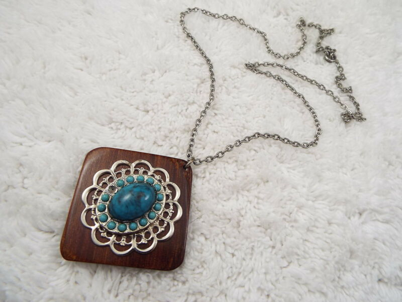 Silvertone Wood Southwestern Blue  Pendant Necklace  (A44)