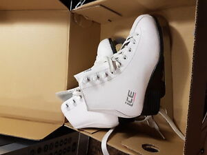 Youth/women's size 7 2/3 figure skates