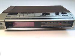 GE General Electric Vintage FM/AM Electronic Digital Alarm Clock Radio 7-4634B