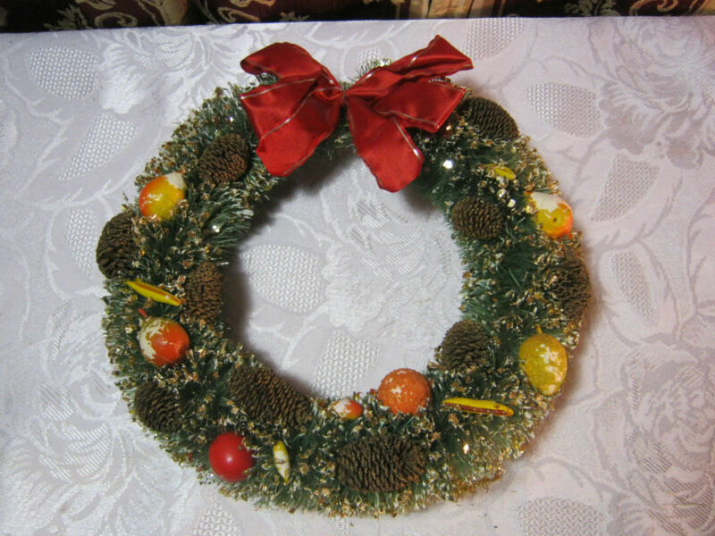 CHRISTMAS BOTTLE BRUSH PINE COMB FRUIT WREATH DECORATION VINTAGE    T*