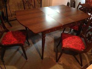 Table et 4 chaises antique année 40-60