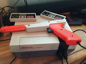 Nintendo Entertainment Action System NES with Gun and 17 games!!