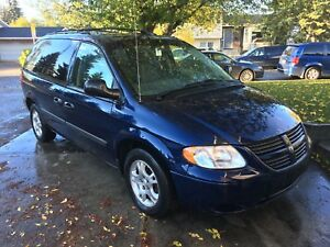 Only 165kms!!! 2005 Dodge Caravan with Remote Starter