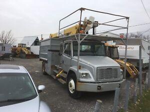 Camion nacelle émondeur a benne