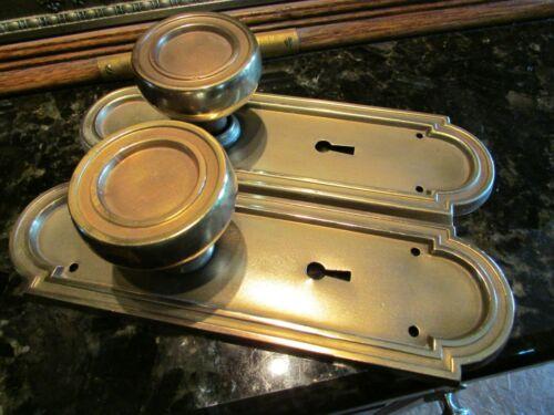 VINTAGE DOOR HARDWARE: ART DECO MATCHED SET DOOR KNOBS + BACK PLATES BRASS/STEEL