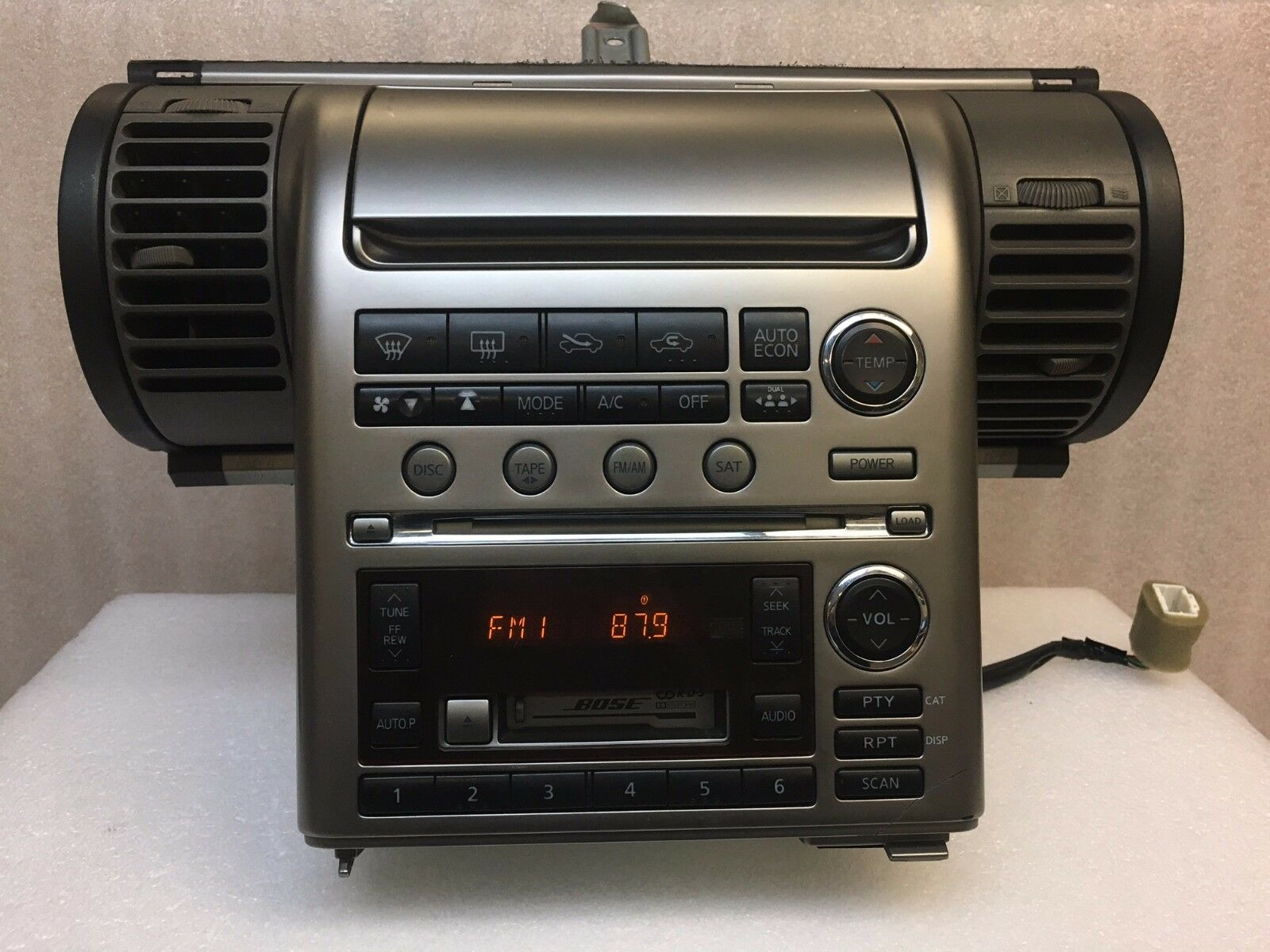 03 04 infiniti g35 bose sat radio 6 cd changer tape player. Black Bedroom Furniture Sets. Home Design Ideas