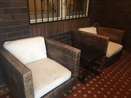 Outdoor lounge chairs with side table