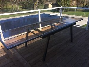 Modern dinning patio table 5' expandable to 10'