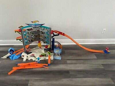 2015 Hot Wheels Ultimate Garage Playset 36 Parking Place 8 Play Zones Biggest