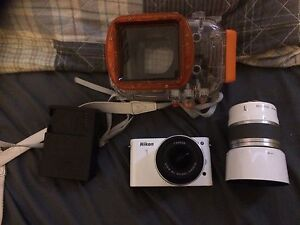 NIKON CAMERA 1 WITH 2 LENSES AND UNDERWATER CASE