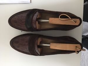 Vintage Gucci Loafers (Size 9)