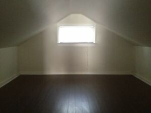 Charming 2  bd plus loft charcter home  with 6ft fenced yard