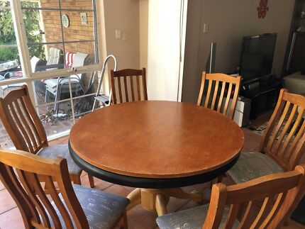 Round Hardwood Timber Dining Table Games W 6 Chairs