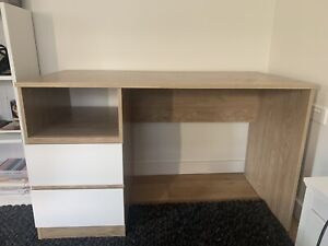 Desk (Extremely good condition)