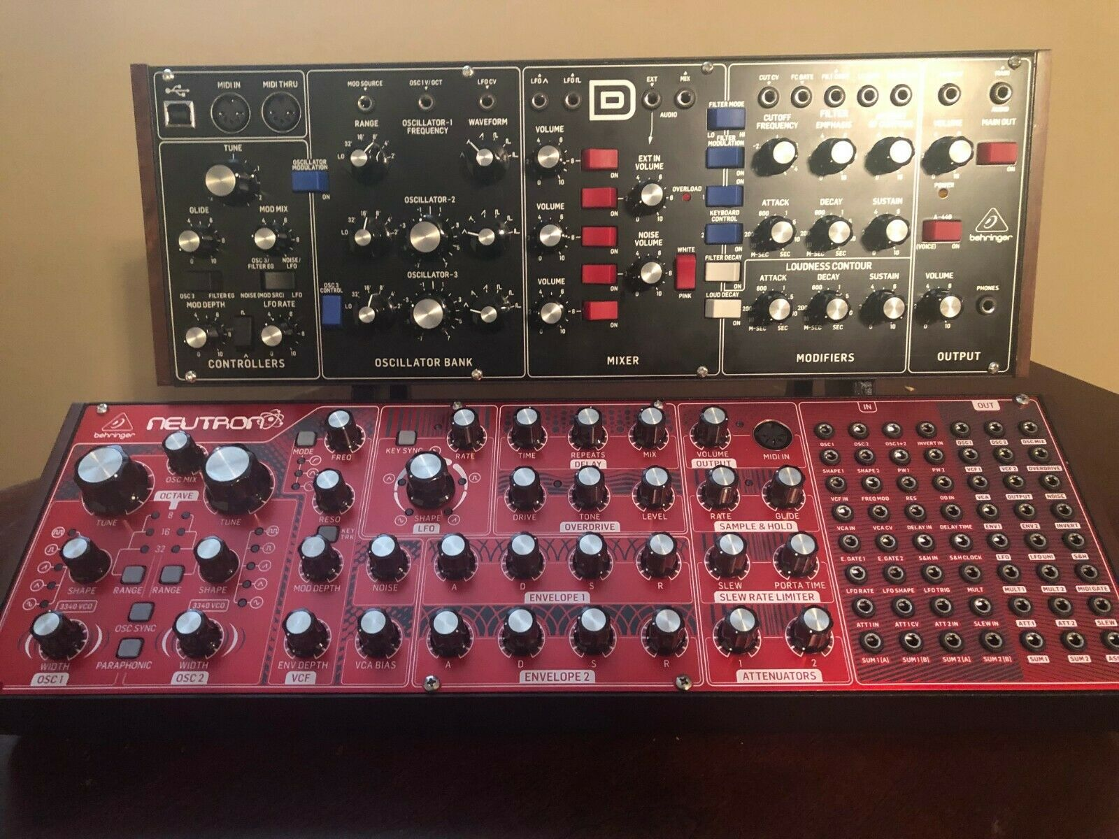 3Dsynth Behringer Model D and Neutron Stand