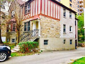 Hampstead/snowdon 4 bedrooms upper duplex for rent