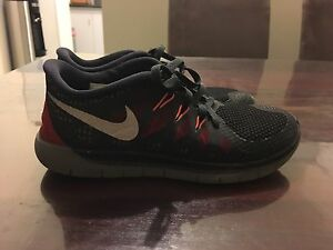 BOYS NIKE SHOES SIZE 5 Redcliffe Belmont Area Preview