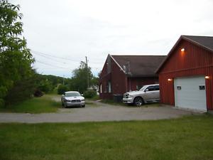 Maison avec garage double à vendre (Mont-Lac-Vert) Hébertville