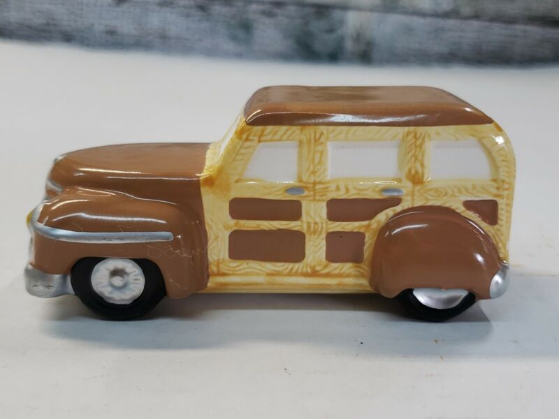Dept 56 Snow Village Woody Station Wagon Car lighted house village accessory